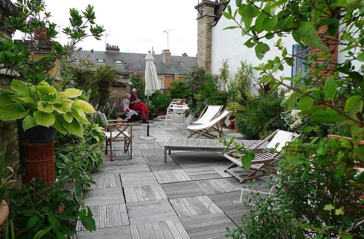 Acrotère et aménagement d'une terrasse tropézienne