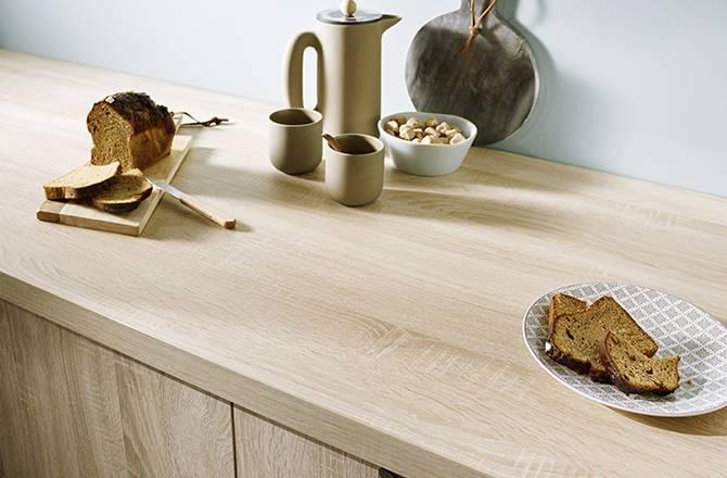 Déco cuisine : plan de travail en bois et crédence pastel, la douceur du style scandinave