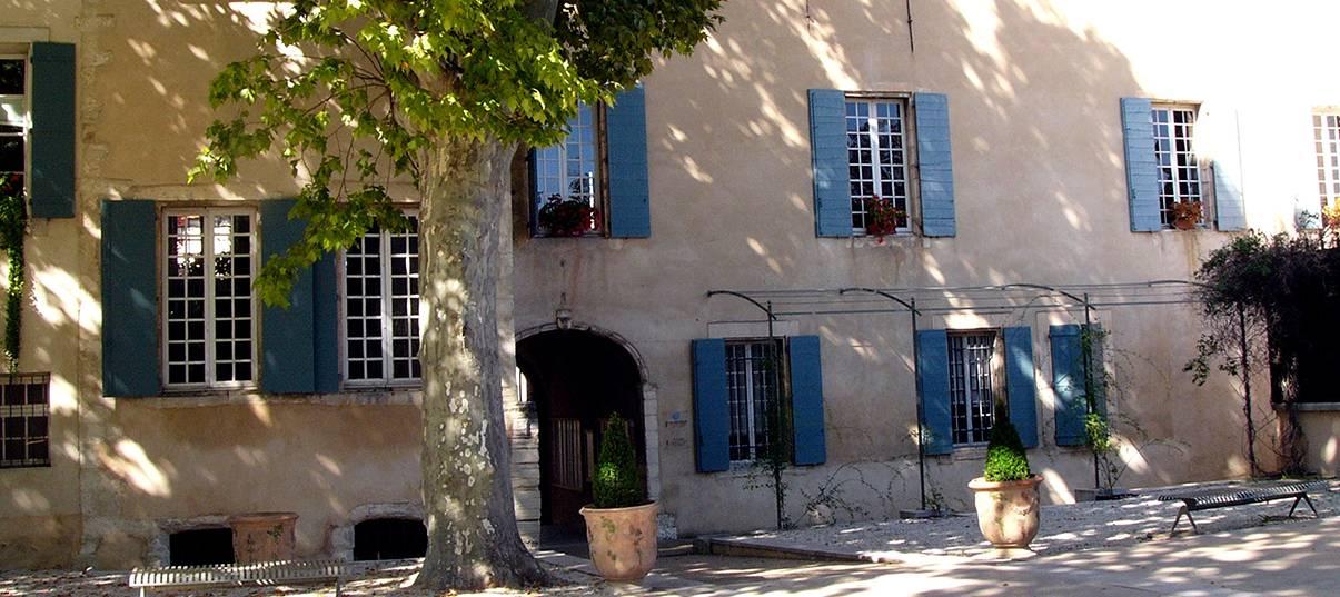 Rénover un mas provençal: l'enduit extérieur protège les pierres