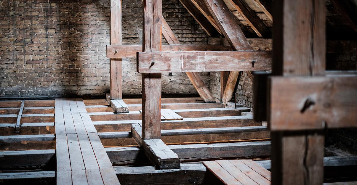 Comment rénover le plancher des combles?