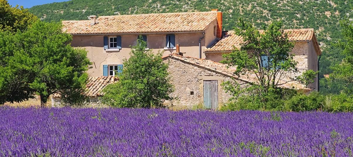 Rénover un mas provençal: profitez de l'ensoleillement pour faire des économies!