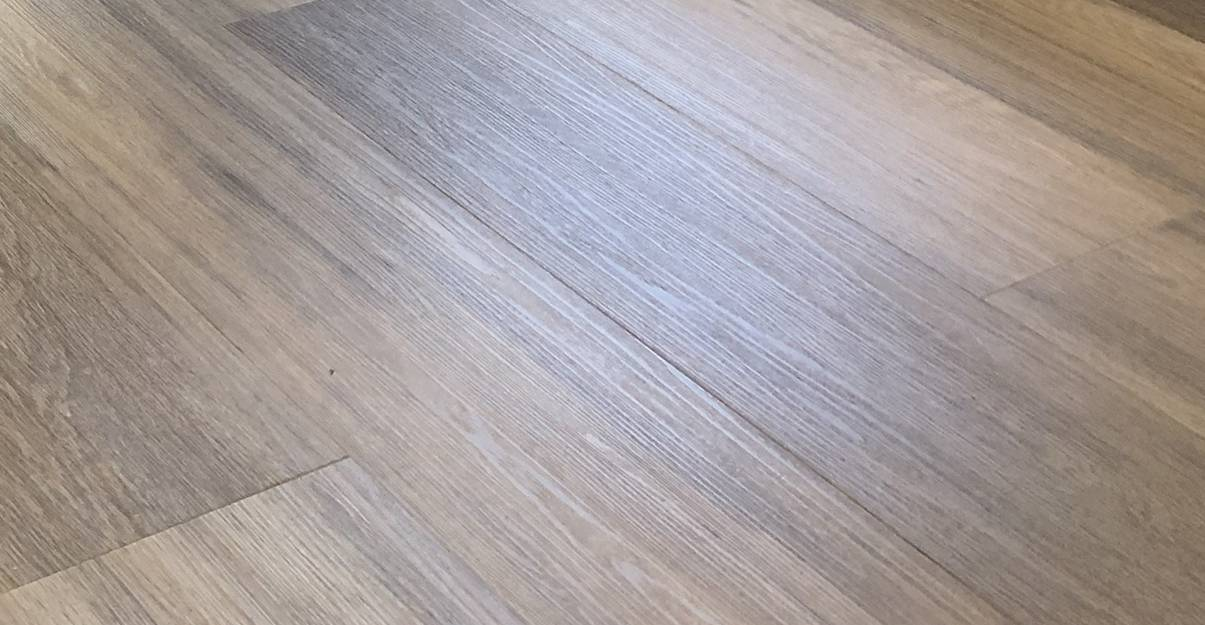 Le revêtement de sol PVC, vinyle ou stratifié pour une cuisine agréable à vivre