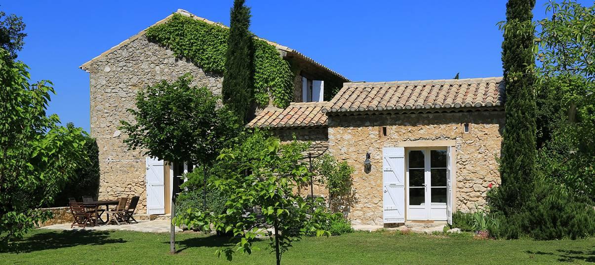 Le mas provençal est sublimé par son jardin