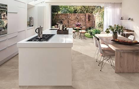Revêtement de sol de cuisine : le carrelage en pierre naturelle