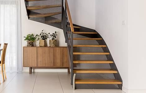 Escalier pour combles : quart tournant ou deux quarts tournant