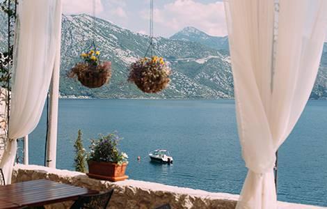 Vis à vis balcon : Installer des rideaux