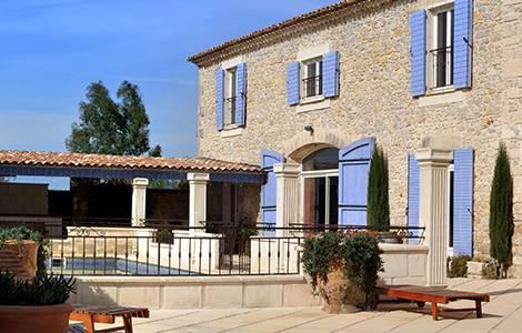 Rénover un mas provençal: la terrasse en pierre...