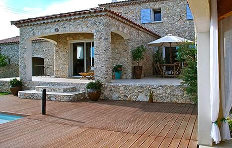 Rénover un mas provençal: la terrasse en bois