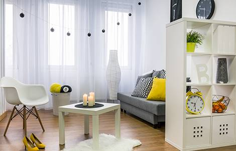 Aménagement d'un studio: séparez vos espaces à l'aide de meubles traversants