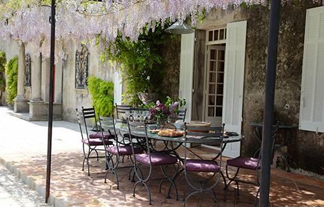 Rénovation de mas provençal : l'ombre d'une pergola végétale!