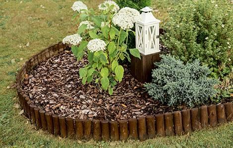 La bordure de jardin en bois