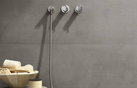 Revêtement mural de douche : le grès cérame