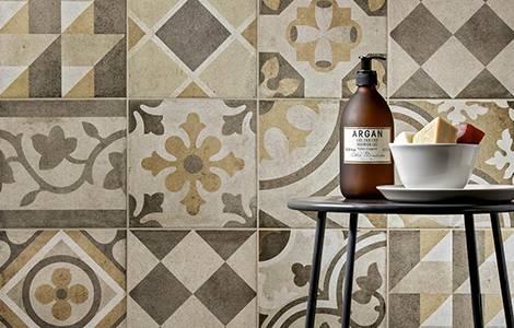Revêtement mural de douche : le carreau de ciment