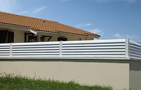 Brise vue : les clôtures à panneaux