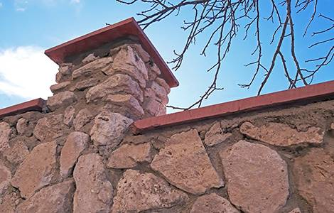 Mur de clôture en pierre