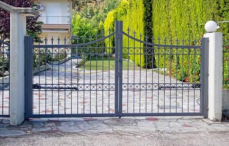Le portail en fer forgé