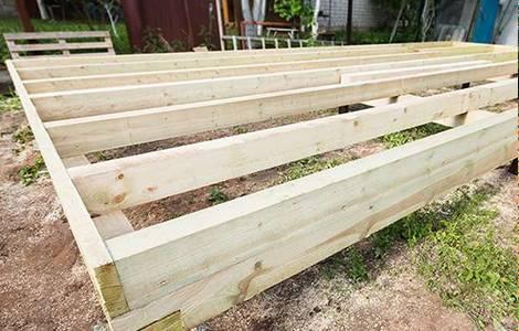 Une terrasse sur vis de fondation