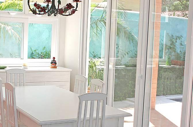 Choisir une baie vitrée : un intérieur ouvert sur l'extérieur