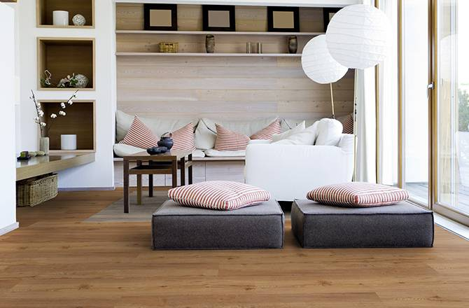 Choisir un sol en PVC : imitation parquet chêne brun