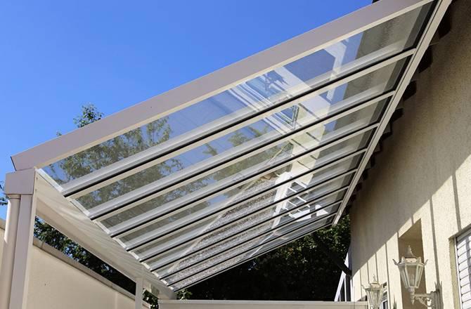 Terrasse couverte avec toit en verre