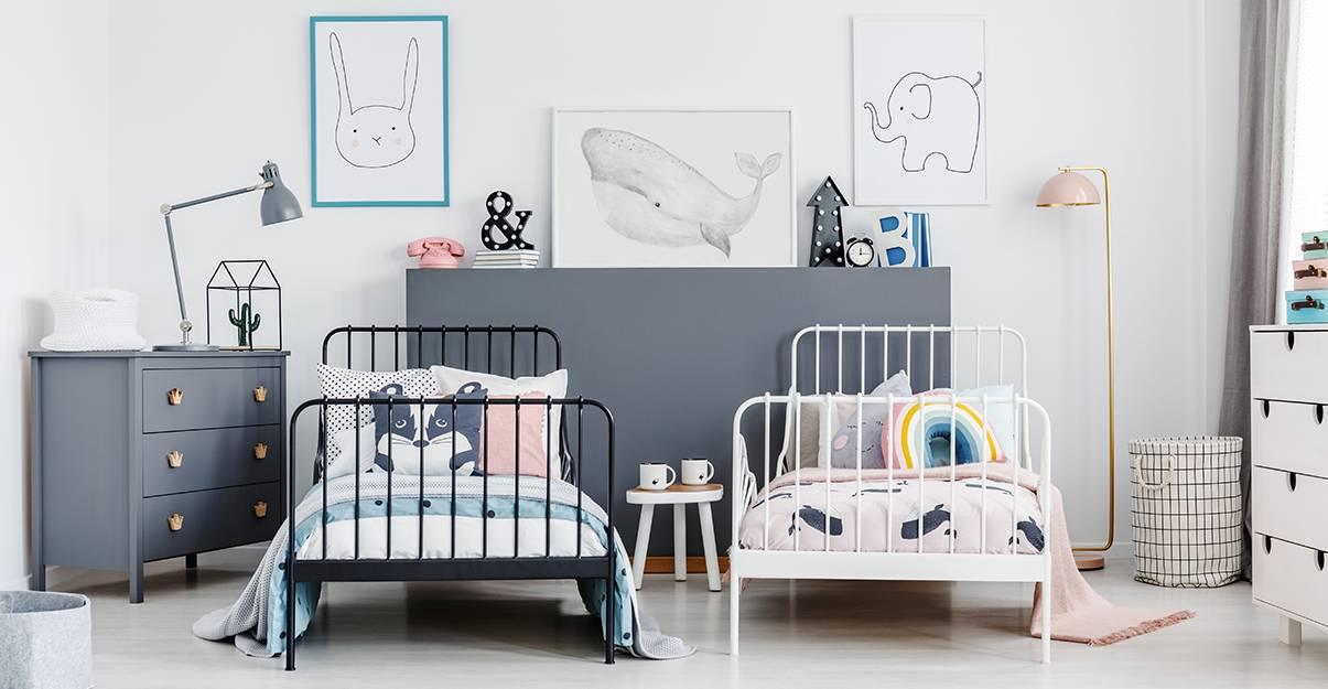Des lits jumeaux, le choix de la simplicité pour une chambre de deux enfants