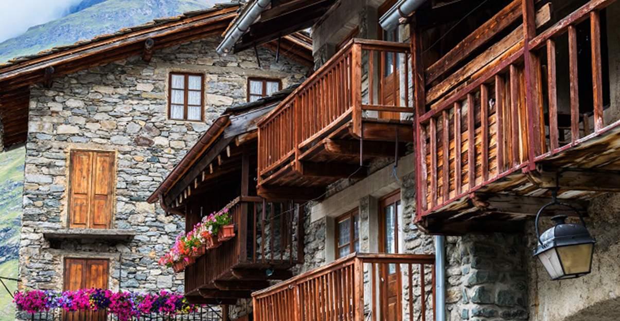 Les matériaux font le charme des villages de montagne