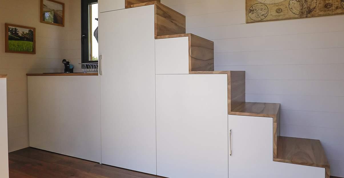 Rénover une petite maison : aménagement sur mesure pour escalier