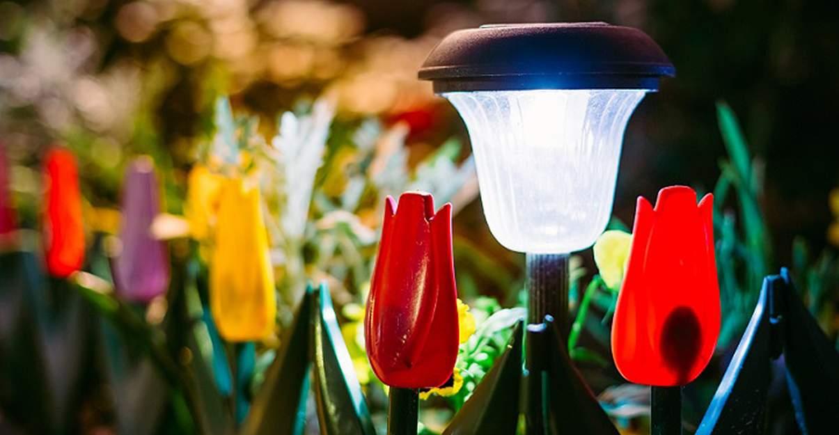 Illuminer un jardin: les lampes solaires