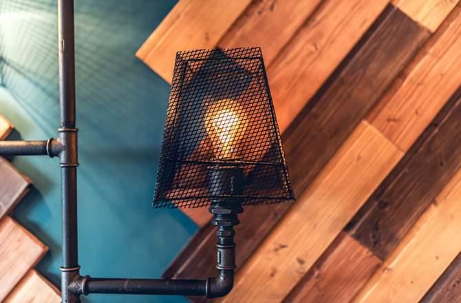 Décoration d'appartement : lampe déco style industriel