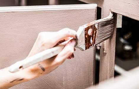 La peinture, l'astuce déco pour les meubles en bois