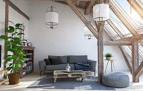 Rénovation intérieur maison ancienne : des poutres brutes