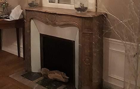 Rénovation intérieur maison ancienne : la cheminée, objet de déco à part entière