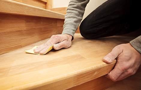 Finition d'un escalier sur mesure