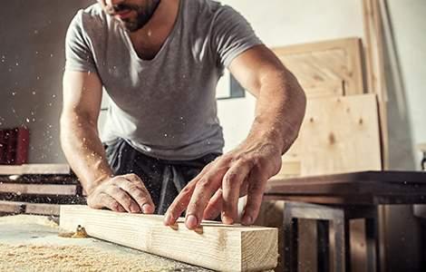 Construction des éléments de la charpente en atelier