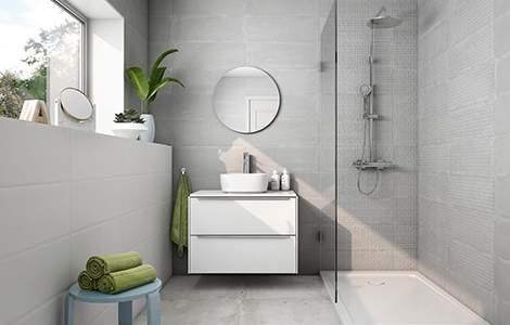 Camaïeu de gris pour salle de bain moderne