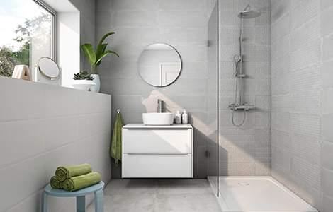 salle de bain grise : carrelage imitation béton ciré