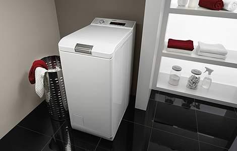 Le lave-linge à chargement par le haut, idéal dans une petite buanderie
