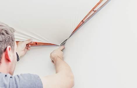 Installation d'un plafond tendu à froid