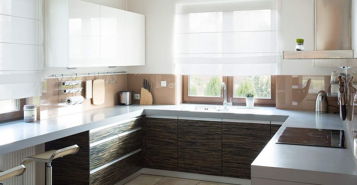 une cuisine adaptée à la configuration de la pièce