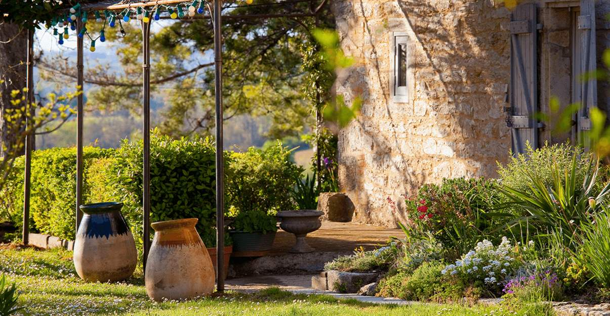 conception bioclimatique en rénovation : tirer parti du soleil et de la végétation