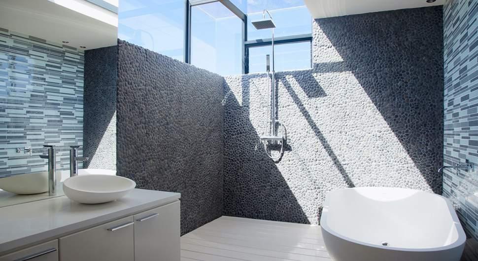 Comment rendre sa salle de bain lumineuse naturellement ?