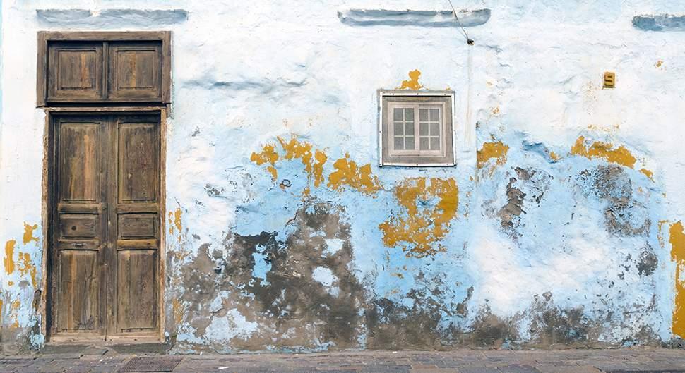 Restaurer les murs humides et salpêtrés