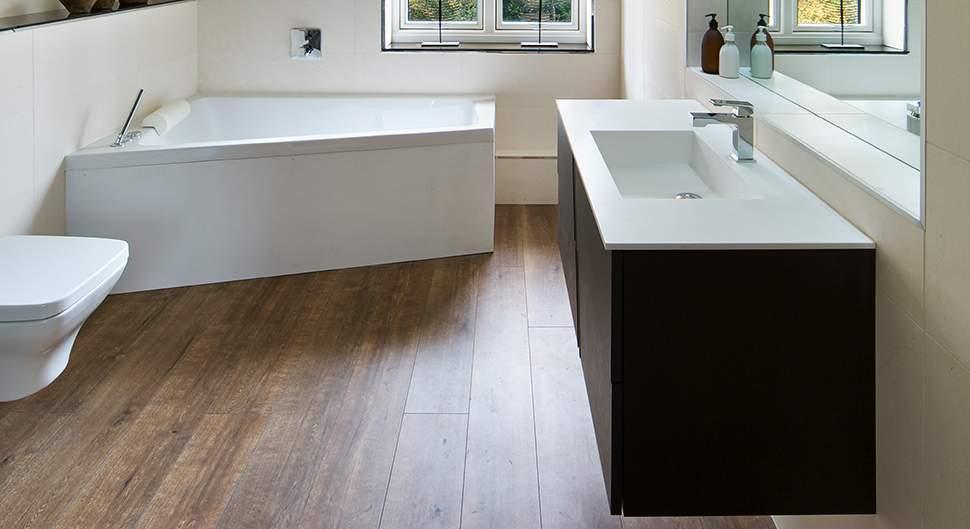 Le PVC : matériau idéal pour le sol de la salle de bain
