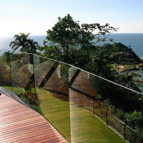 Nettoyage 100% naturel et sans effort  Le soleil et la pluie se chargent de nettoyer vos fenêtres à votre place. Une pulvérisation d'eau sur vos fenêtres suffit à faire partir la saleté. Cela entraine aussi une plus faible utilisation de détergent, et respecte ainsi l'environnement.     Idéal pour les vitres difficiles d'accès  Le fait d'avoir moins de corvée de nettoyage grâce à BIOCLEAN est particulièrement appréciable dans le cas des fenêtres de toit, et de grandes surfaces vitrées, comme les vérandas.