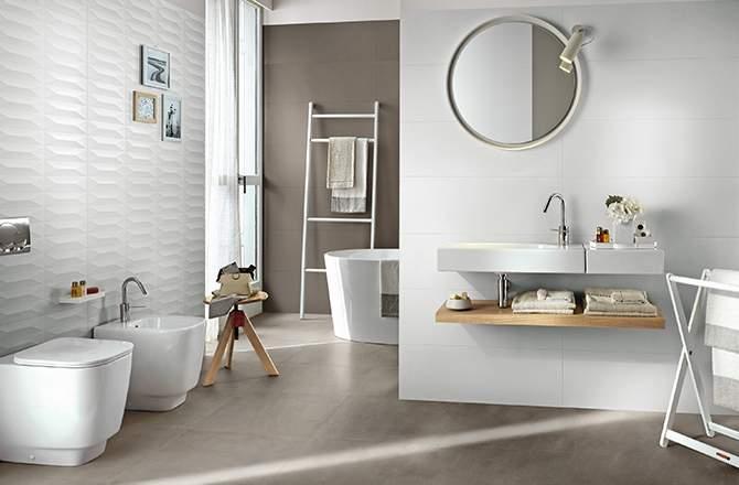 Salle de bain blanche et taupe, une valeur sûre
