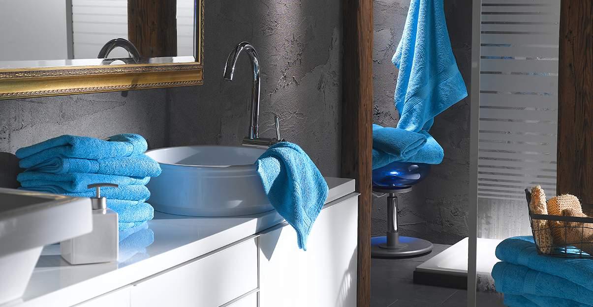 De la couleur dans la salle de bain