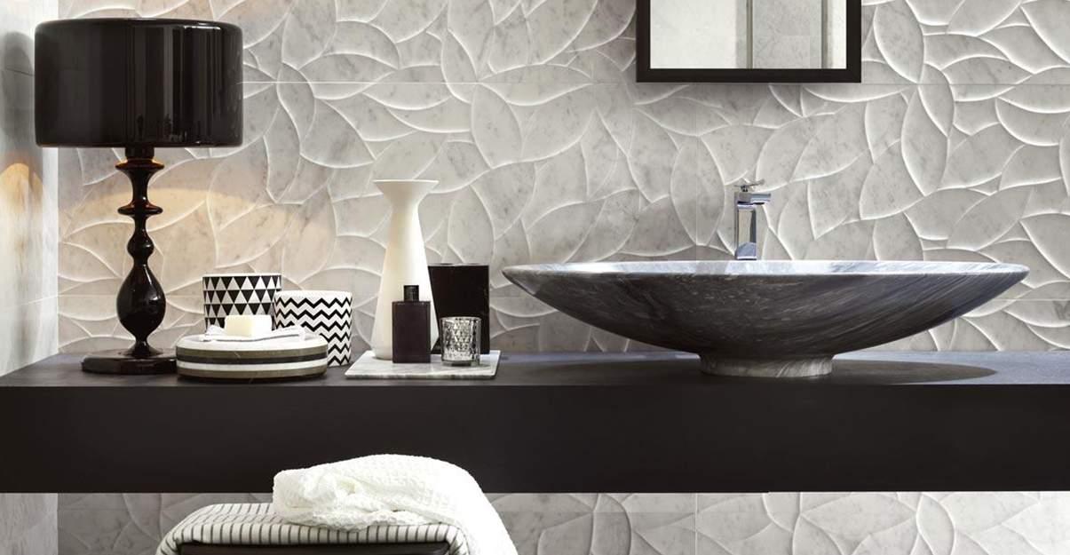 Salle de bain grise et noire, sophistiquée