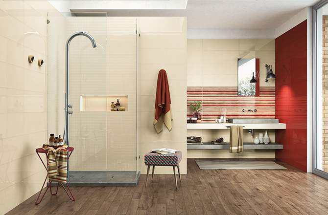 Du rouge carmin par touche dans la salle de bain