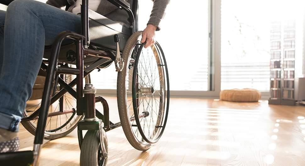 un salon adapté aux personnes à mobilité réduite