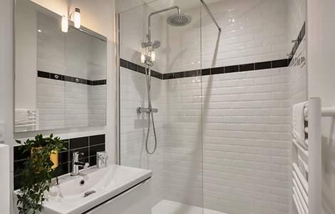 Remplacer sa baignoire par une douche sur mesure